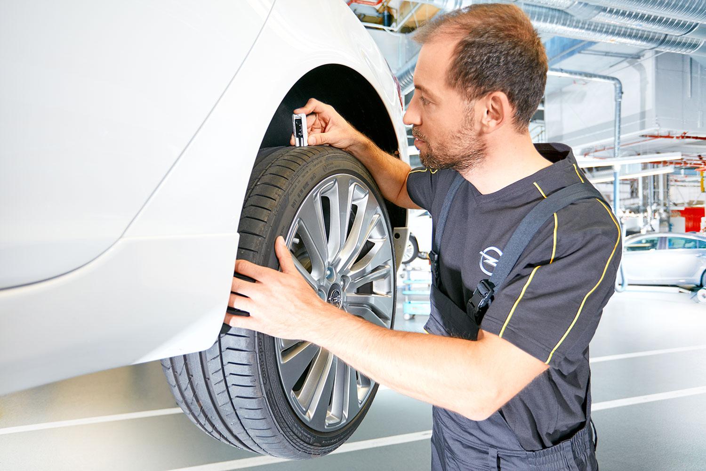 Reifen Opel Mechaniker Werbeshooting Arbeitsalltag Kollektion