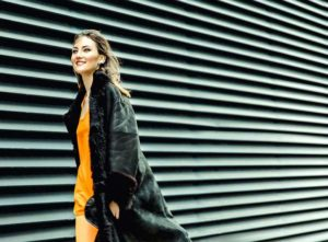 Fashionshooting Pixelbäcker Modeikone Mantel Runwaystyle Modell Luxusartikel