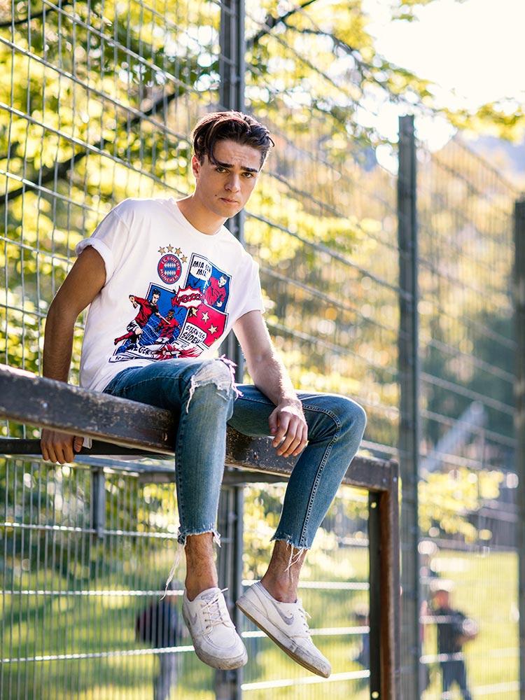 Personenfotografie Outdoorshooting Männermodell Ausdrucksstark